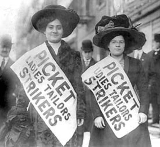two women protesting in the shirtwaist strike of 1909